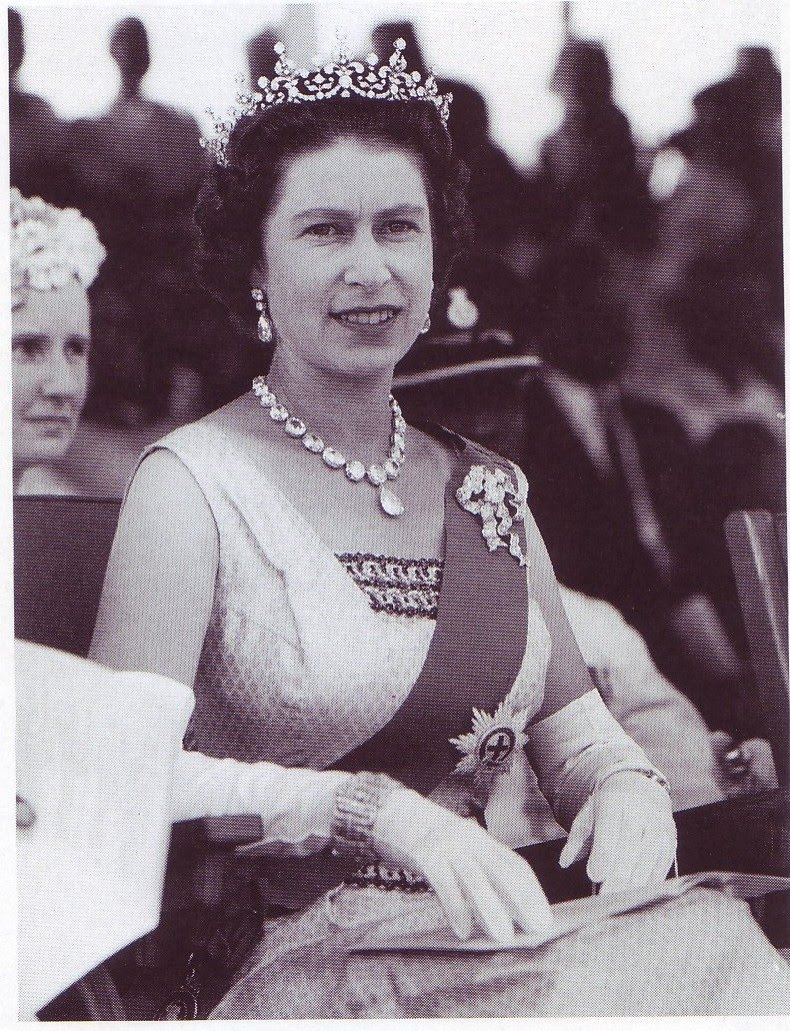Queen Victoria wearing the Lahore diamond necklace, made in 1856.