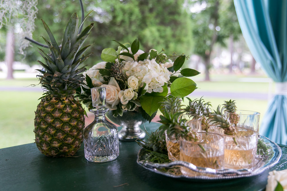 wedding cocktail pineapple decor