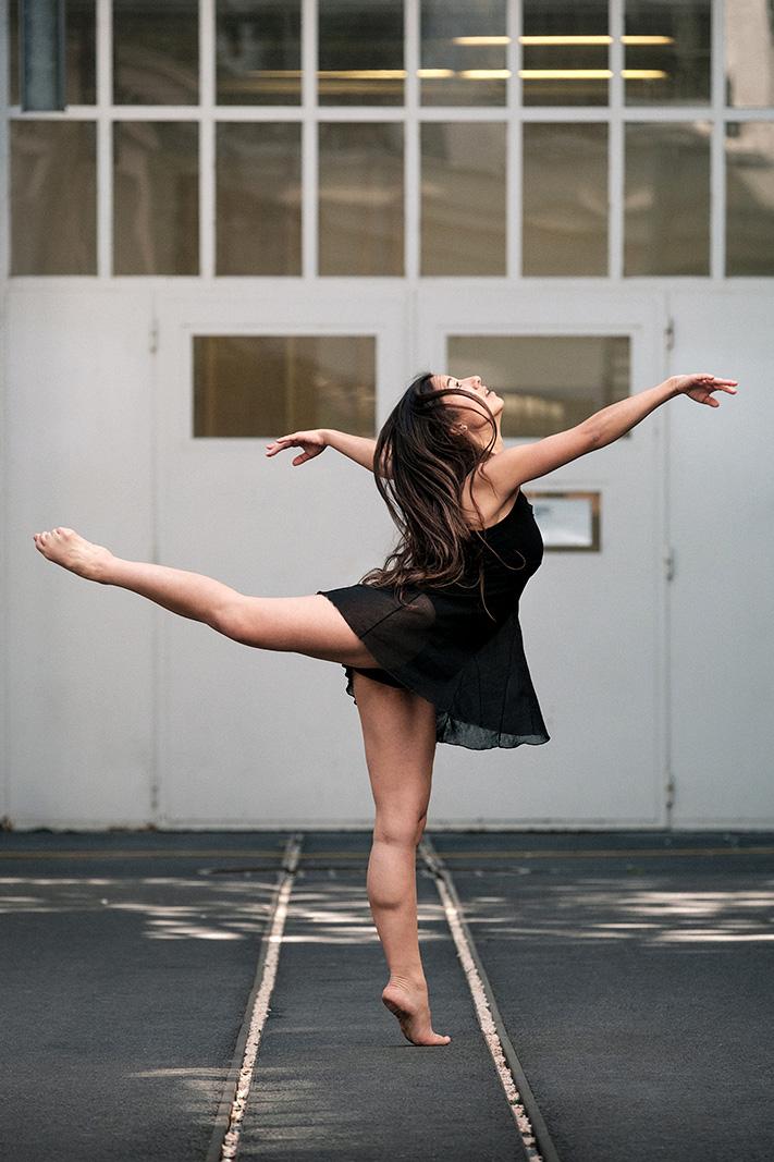 Samuel_Zeller_Audrey_Dancers_01.jpg