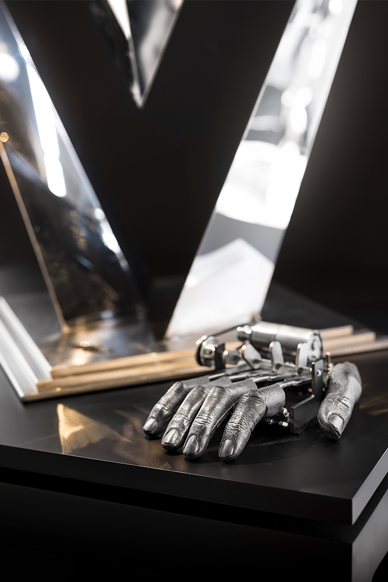 Fingers Mk III by Nik Ramage is an impatiently-tapping mechanical replica of the artist's own hand on display at the M.A.D Gallery in Geneva.