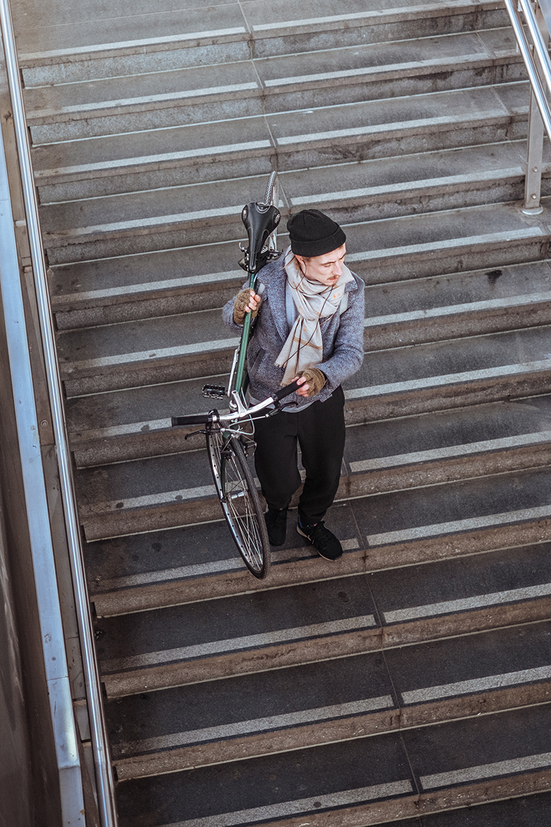 Carrying a bicycle on the stairs of Ostkreuz station.