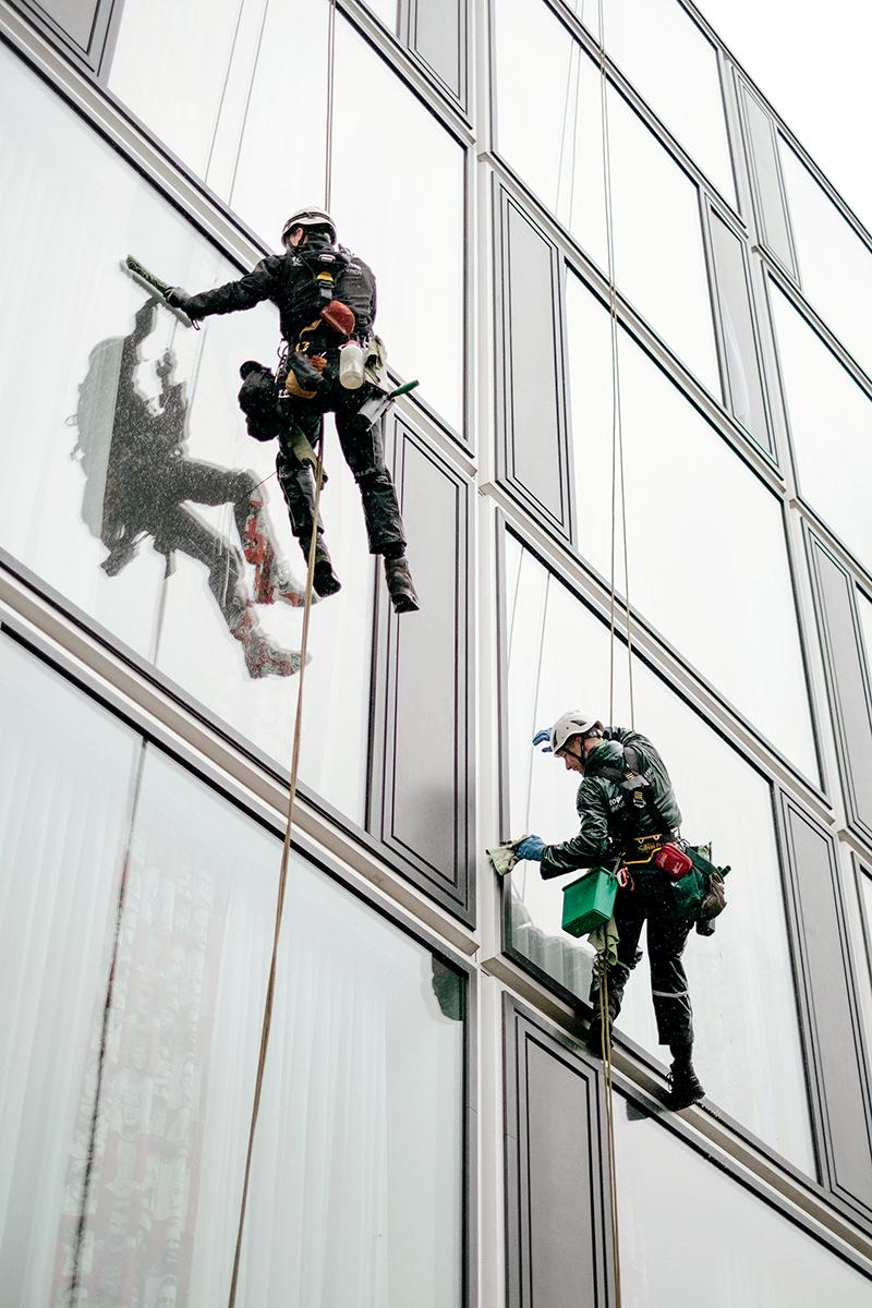 Samuel_Zeller_Berlin_window_cleaners_2057.jpg
