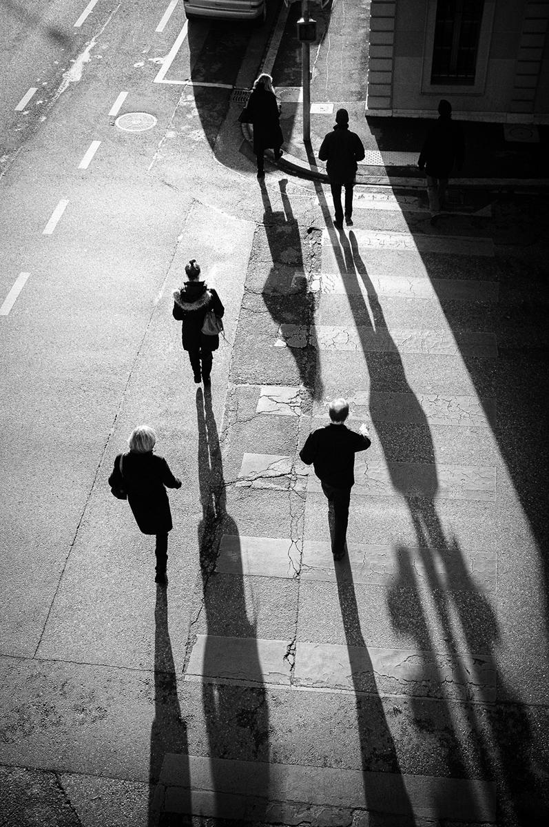 Geneva-street-crossing-athenee-Samuel-Zeller.jpg