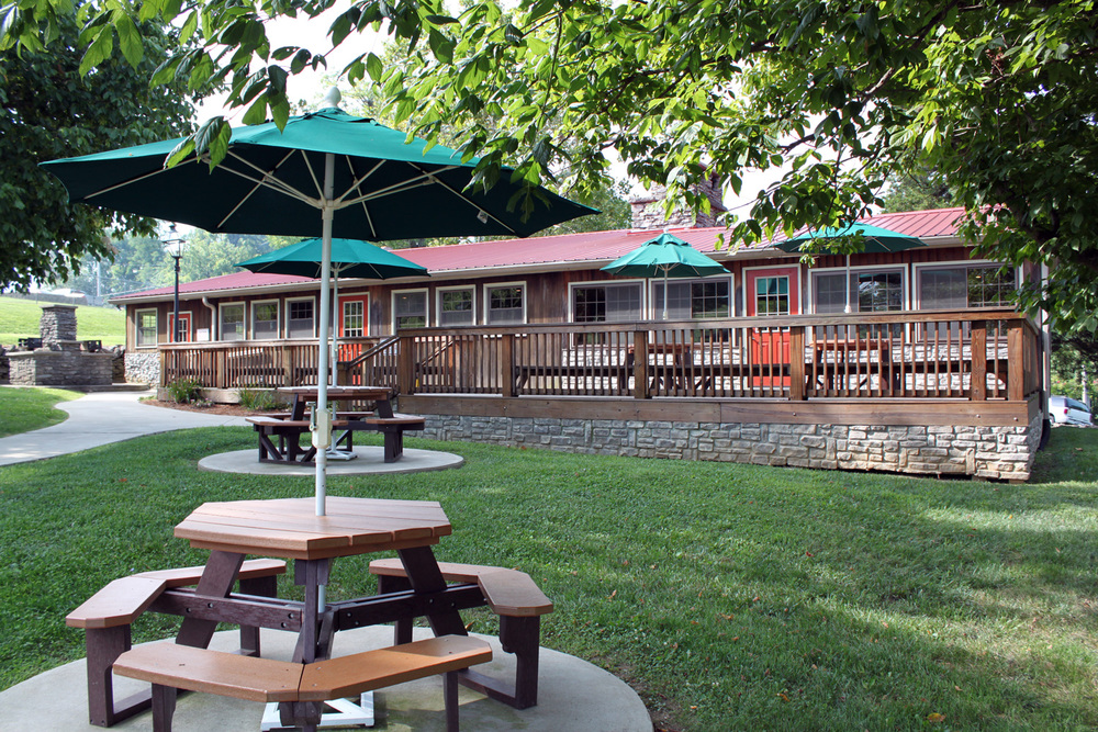 Plenty of comfortable outdoor seating on the deck and in the yard with shade umbrellas.
