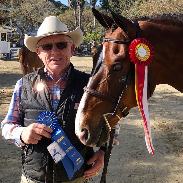 Blues on Blues today in the High Performance 3'6 & 3'9 Hunters at Ranch and Coast Horse Show in Del Mar, Ca. Fantastic rides by Jenny on @naomi_rubin's amazing horses. Thank you Jenny and Team CF 👍🏼👍🏼🤠🎉🐎🥇