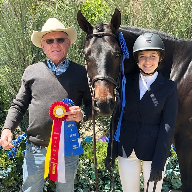 Still reliving Del Mar Horse Show from last weekend - Naomi Rubin and MTM Fashion scored an 89 and were Reserve Champion for the division.She and Fashion received the WCHR High Point Ride of the Day Award in Junior Hunters. Naomi also had a fabulous winning round with Bunistar scoring an 88!! Way to go Naomi and Great job Team CF!!!👍🏼👍🏼🤠🐎🎉🎊🥇