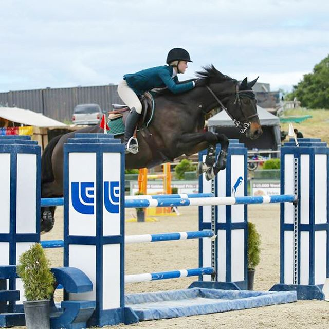 Claire Archer and Sweet Chocolate PJ Win their first 1.30 M Junior/Amateur Class today. What a fantastic pair they are.... Fantastic Job Claire and Team CF 👍🏼👍🏼🤠
