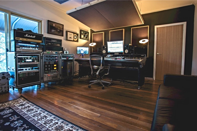Desk_B&W_Cropp.jpg