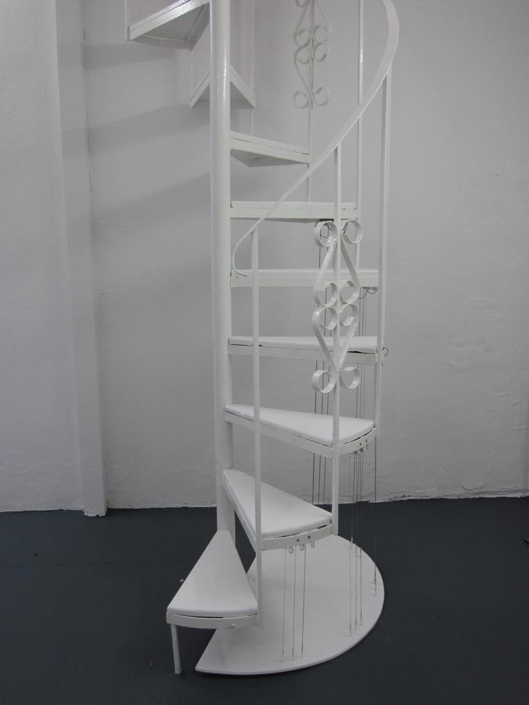 Medios Sin Fin (Staircase/Harp)