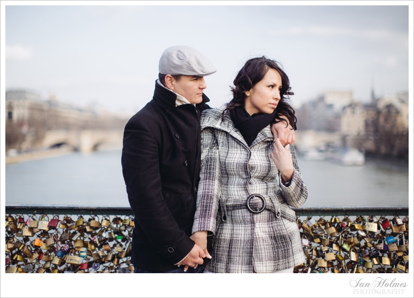 couple on pont des arts