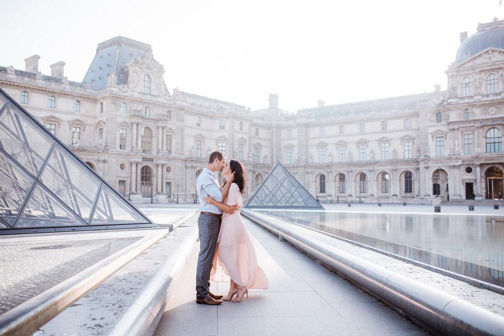stunning-dress-at-the-louvre.jpg