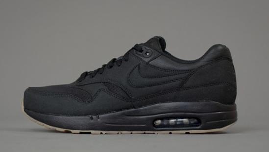 Nike AM1 + APC