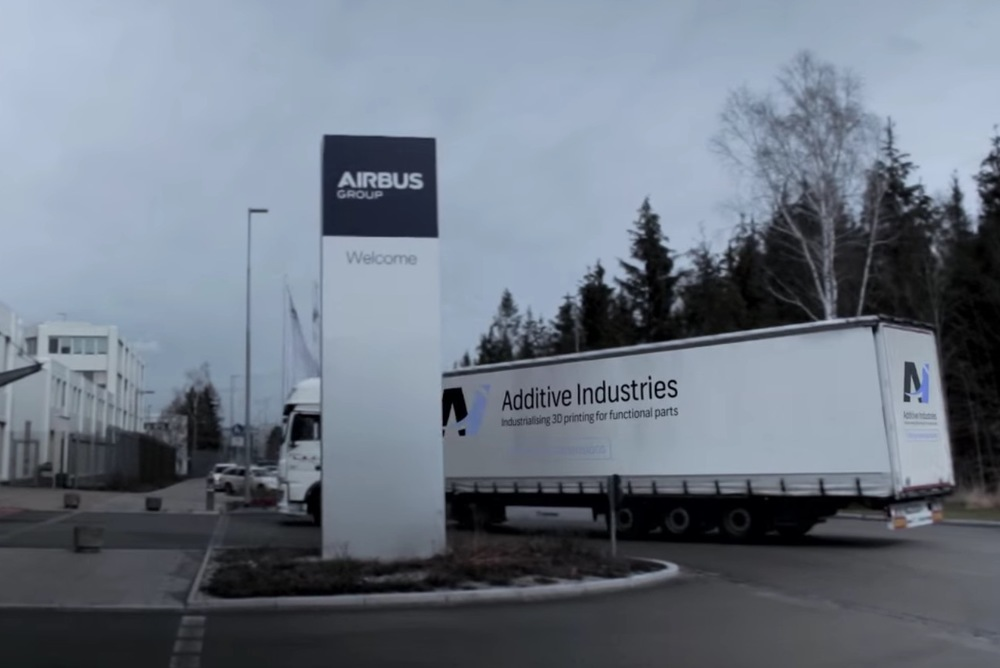 Additive Industries' MetalFAB1 arriving at Airbus APWorks site