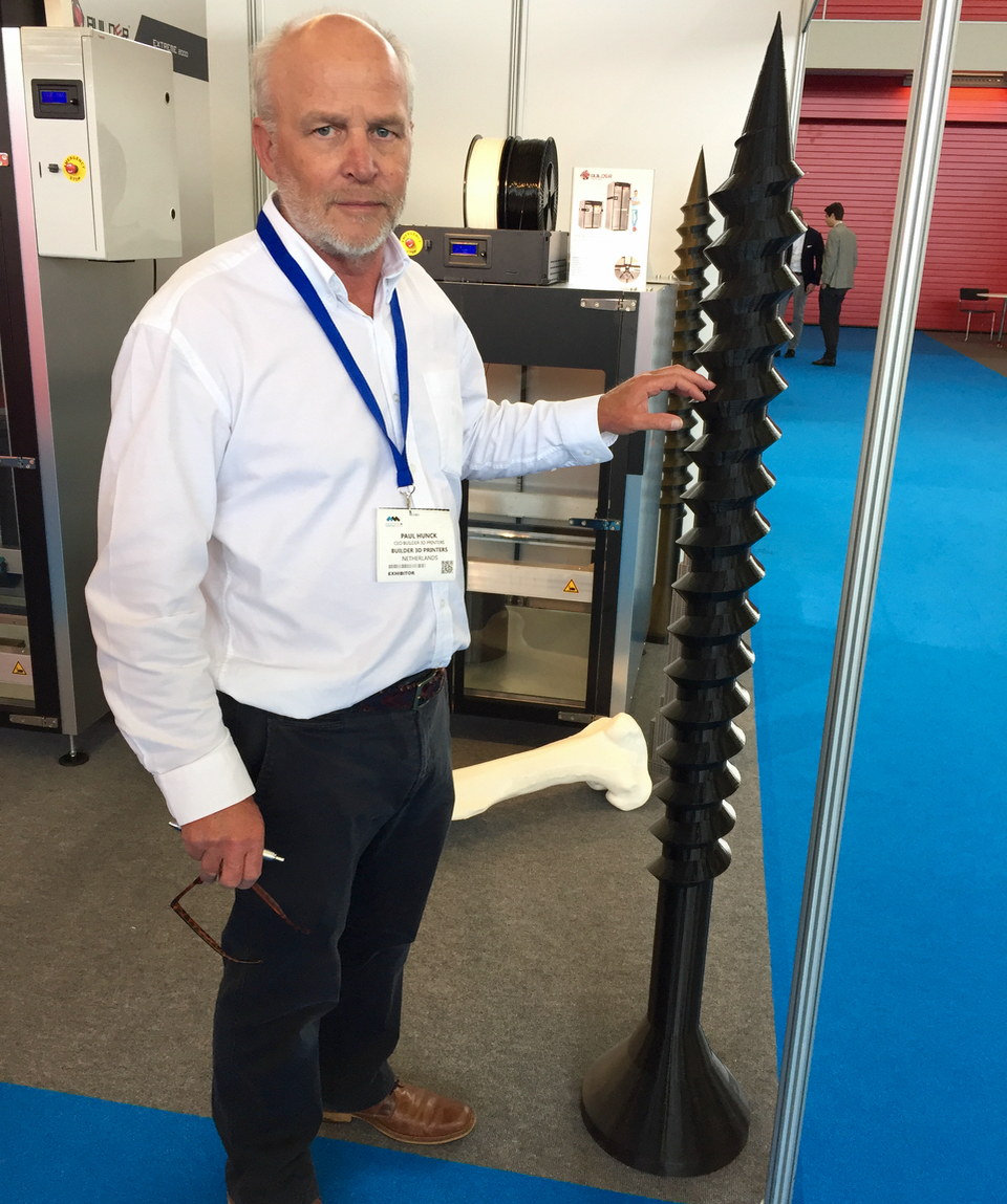 Builder CEO Paul Hunck demonstrating exactly how large you can 3D print with the Extreme 2000