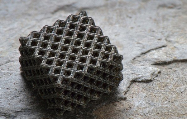Researchers have developed hierarchical metallic metamaterial with multi-layered, fractal-like 3-D architectures to create structures at centimeter scales incorporating nanoscale features. Credit: Jim Stroup/Virginia Tech