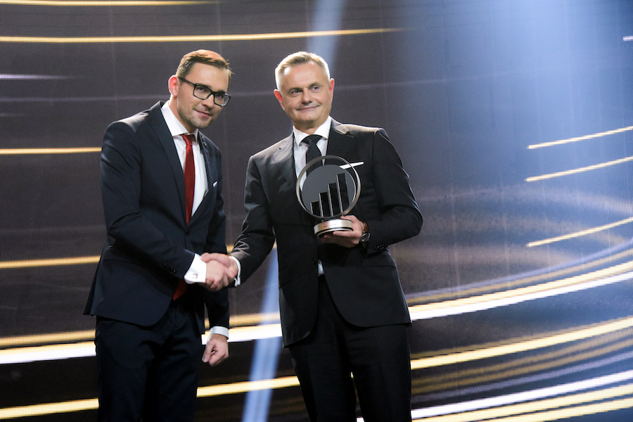 Zortrax CEO Rafal Tomasiak receiving the Entrepreneur of the Year award from Ernst and Young