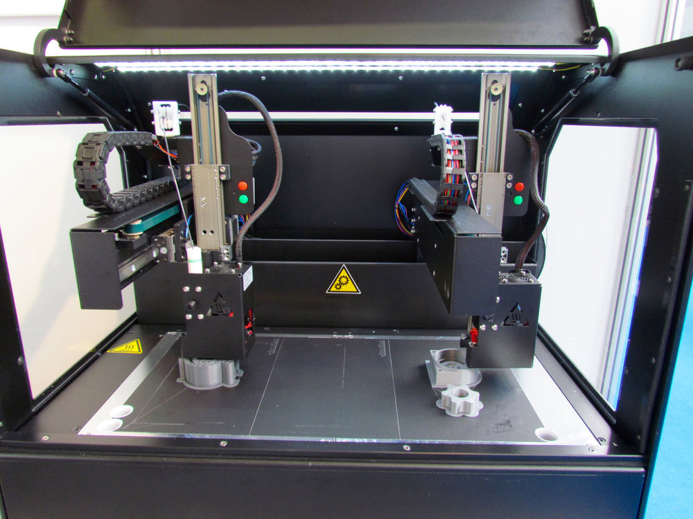 The Kloner3D 240Twin 3D printing two different objects simultaneously