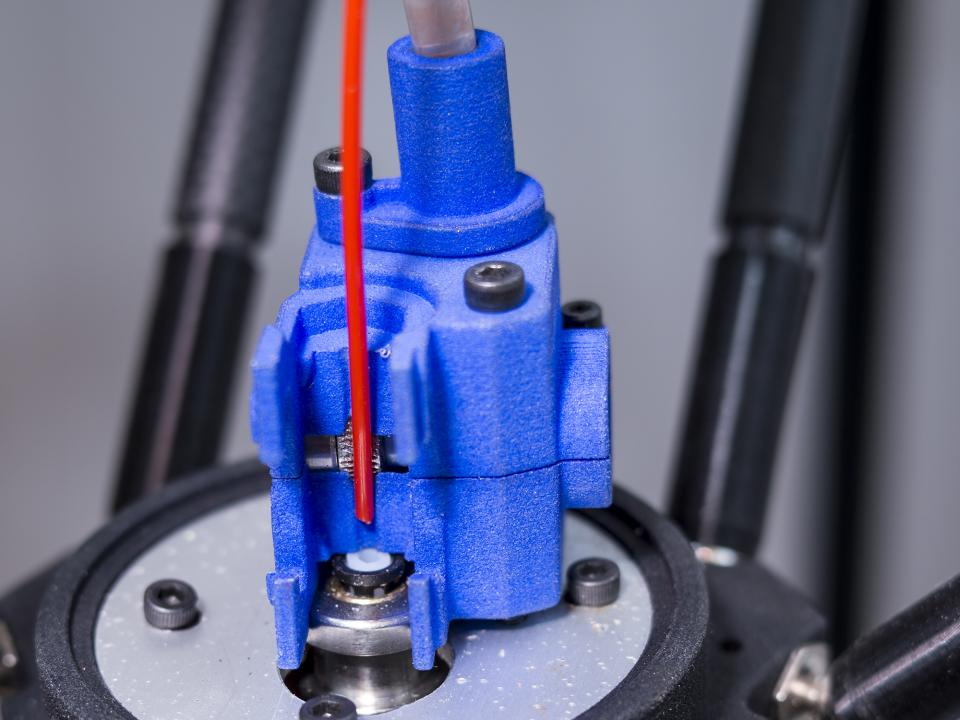 Inserting a filament into the Zesty Nimble 3D printer extruder - just drop it into the hot end and close
