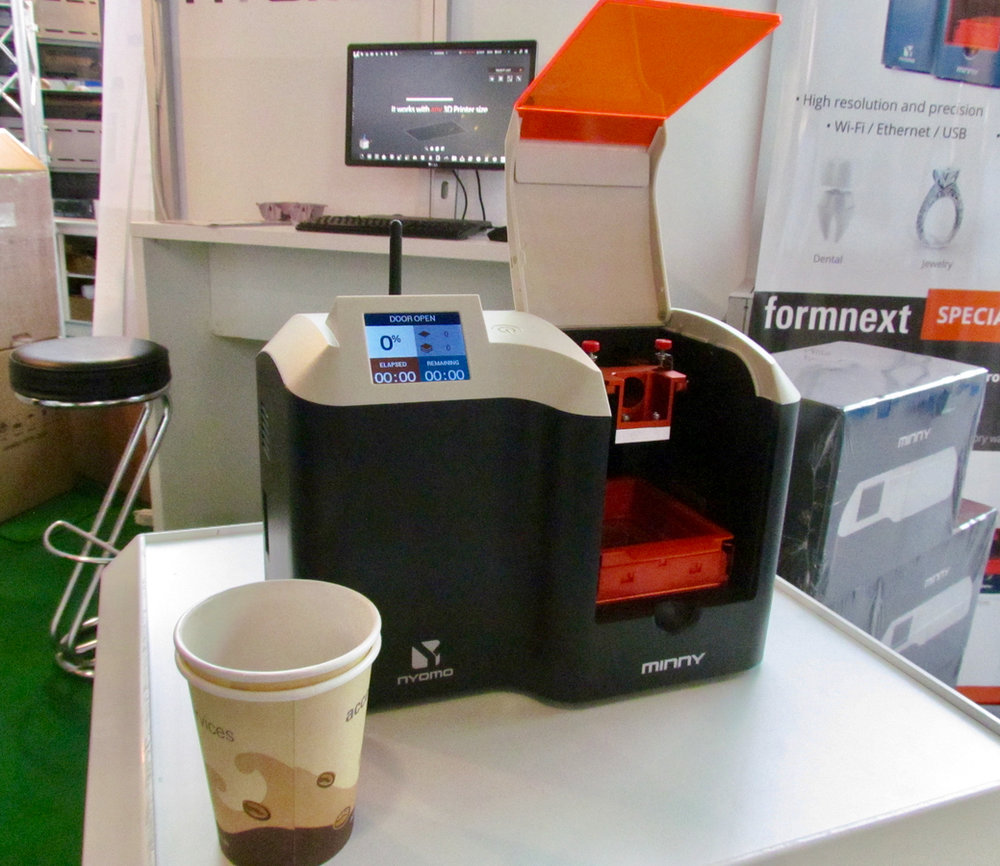 Having a coffee with Nyomo's Minny desktop 3D printer
