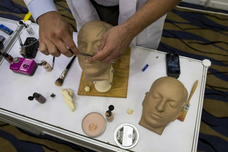 Reconstructing the face of a human corpse