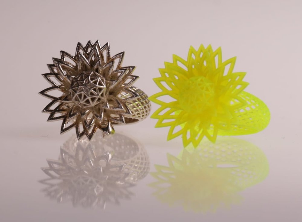 Sample 3D print and corresponding metal cast jewelry from XYZprinting's new Nobel Superfine