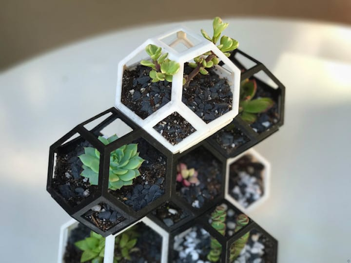 The 3D printed Plantygon modules are easily stackable in a variety of ways