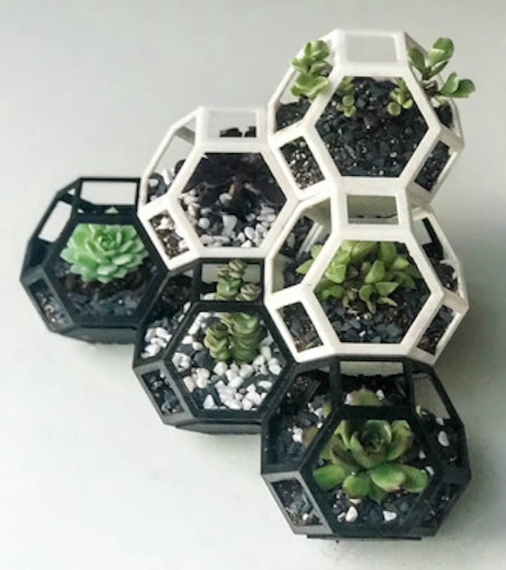 The 3D printed Plantygon in a six-unit corner arrangment
