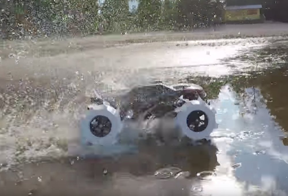 These 3D printed tires enable this RC car to zoom across water