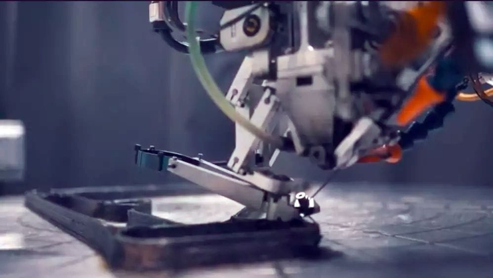 The Arevo process 3D printing with continuous carbon fiber strands. (Image from Arevo video.)