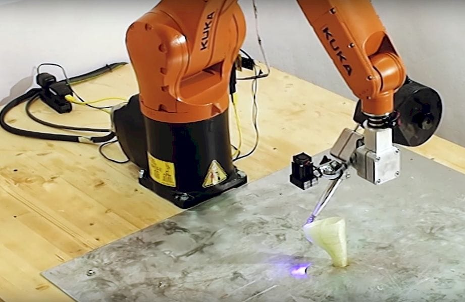 Moi's robotic 3D printing system