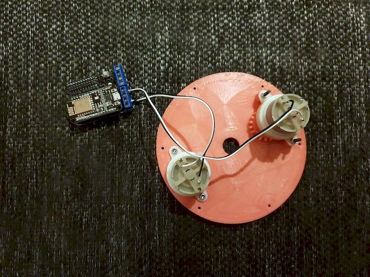 The 3D printed moire illusion's motor system [Source: Instructables]