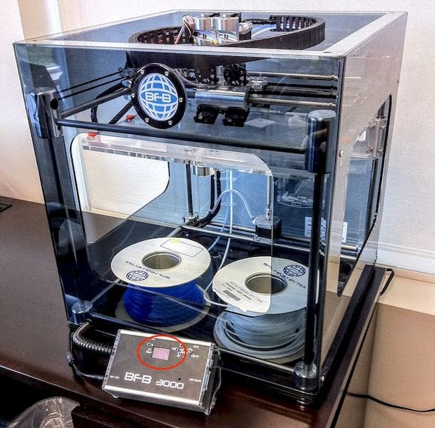 An ancient BFB-3000 desktop 3D printer with control panel highlighted [Source: Fabbaloo]
