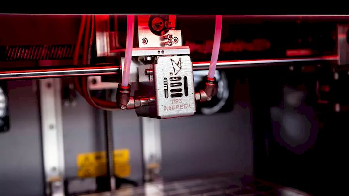 The extruder on the Roboze One+400 Xtreme, capable of processing high-temperature materials like PEEK. (Image courtesy of Roboze.)