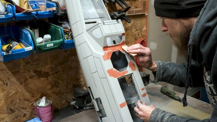 Filling gaps when assembling the 3D printed X-Wing fighter [Source: Stefan Ulrich]