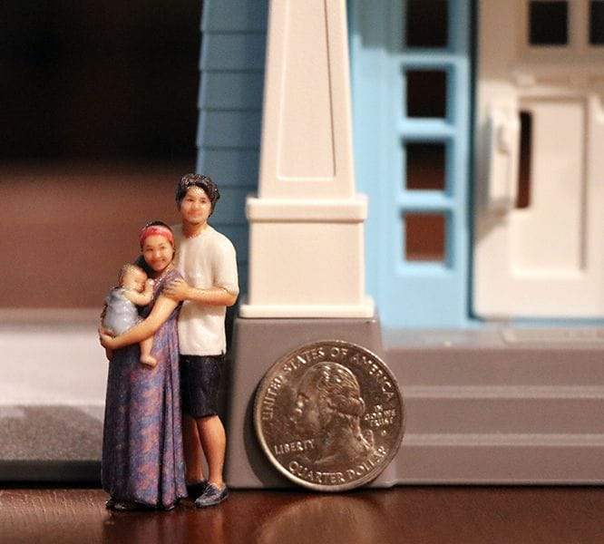 The rather small size of full-color 3D printed figurines [Source: Twindom]