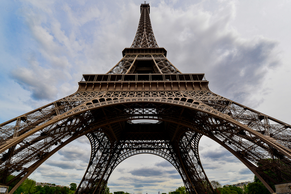 RTW France Paris Eiffel Tower 1 LR wm.jpg