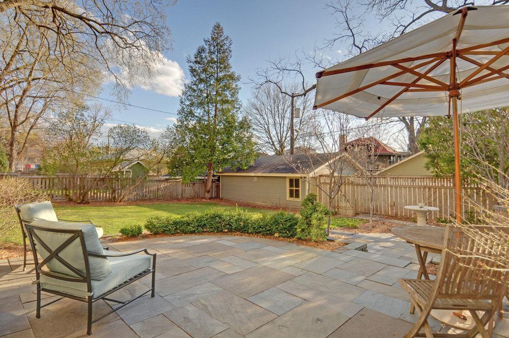2424-backyard.jpg
