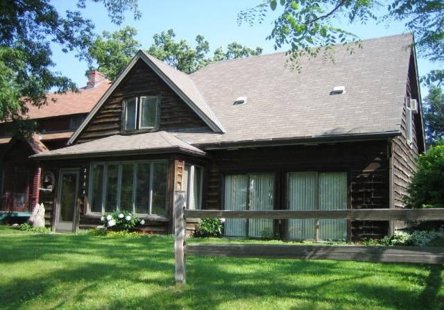 2906 West 40th Street - Minneapolis, MN 55410  Represented Buyer  Listing & Photo Courtesy of Lakes Sotheby's International
