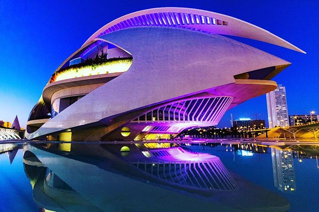 Gorgeous new opera house in #valencia designed by #calatrava