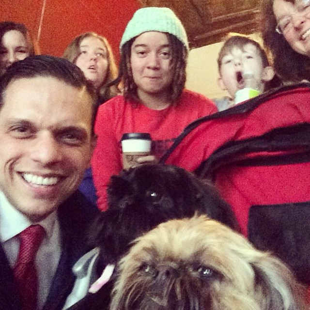 Thanks for stopping by, @assemblymansantabarbara! Paws for a Cause with @theautisminitiative. 🐾 #autism #ASD #therapydog #pettherapy