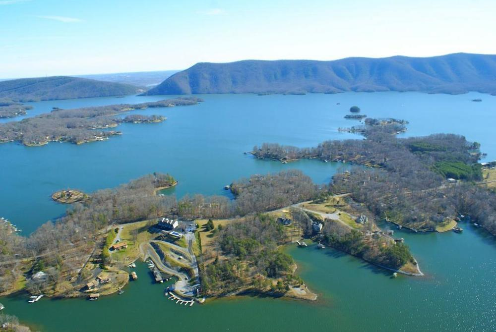 Arial Photo of Huddleston VA on Smith Mountain Lake (by www.trolia.com)
