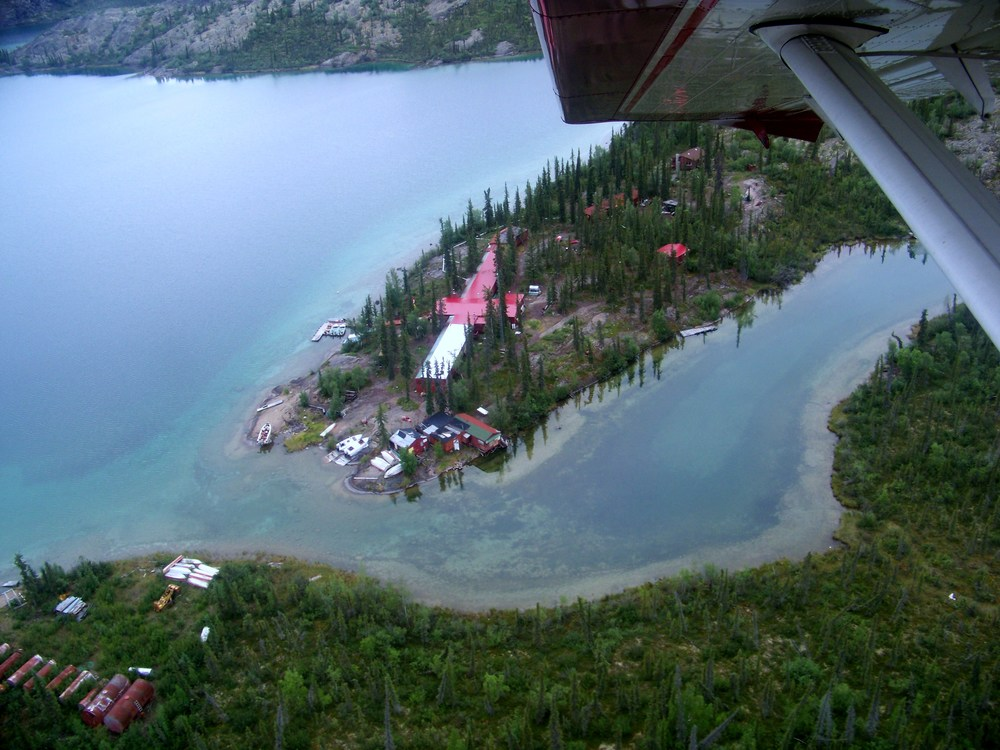 Passing over the Arctic Circle Lodge just before landing.