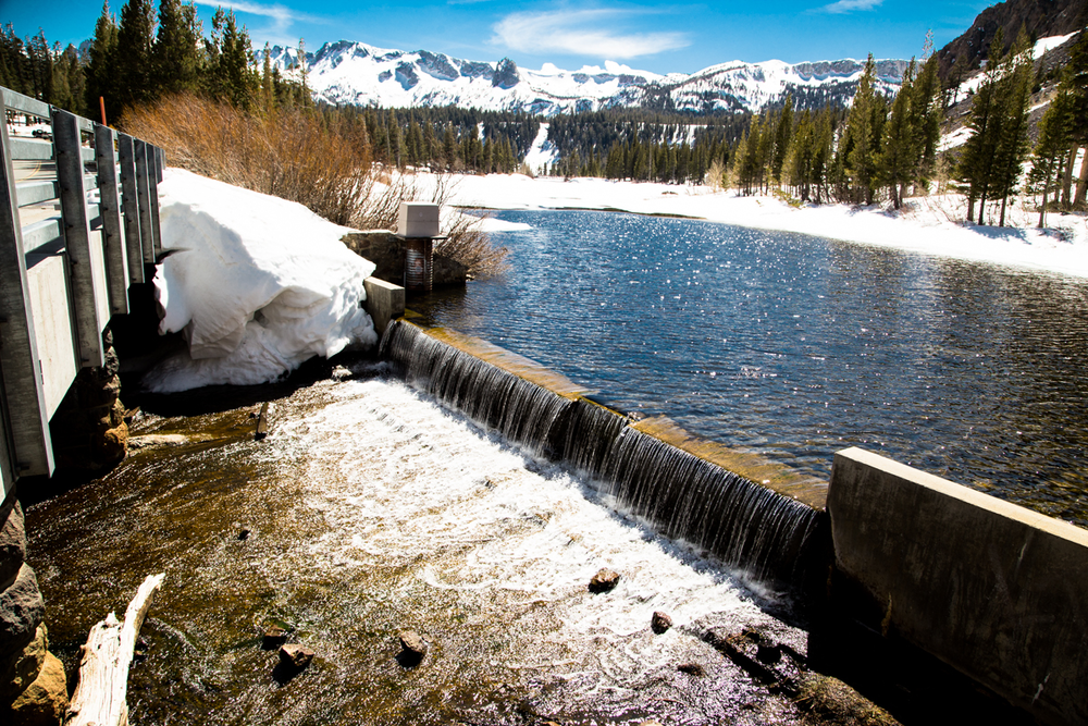 Water levels are up and the ice is melting at Twin Lakes in Mammoth Lakes, California
