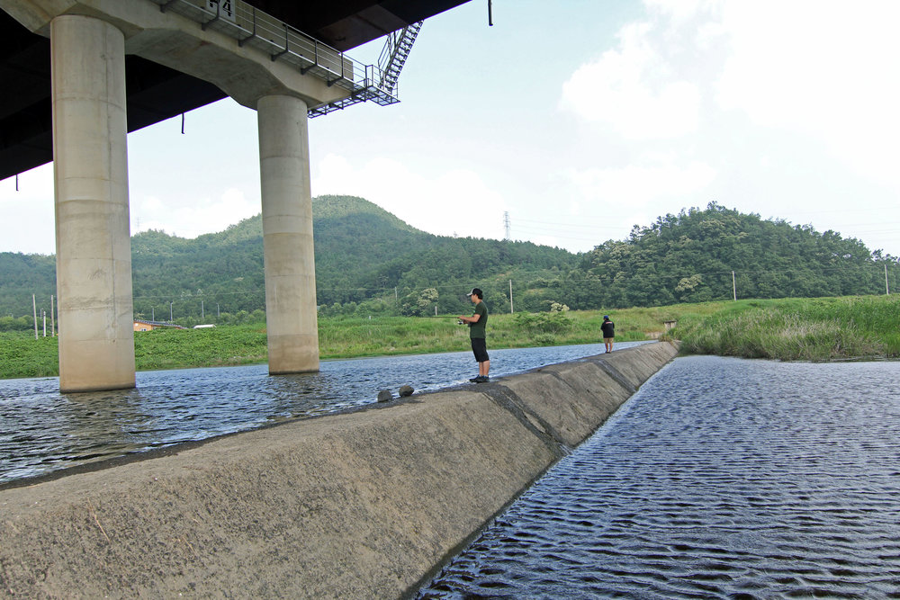 Pic. 6. We actually caught quality fish, from largemouths to ssogari, under this underpass.