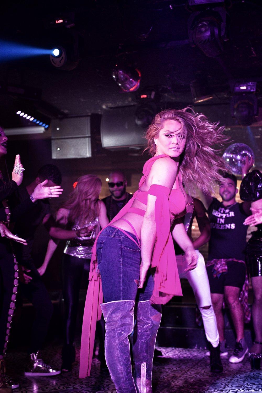 Sasha - Divas Medley BTS.jpg