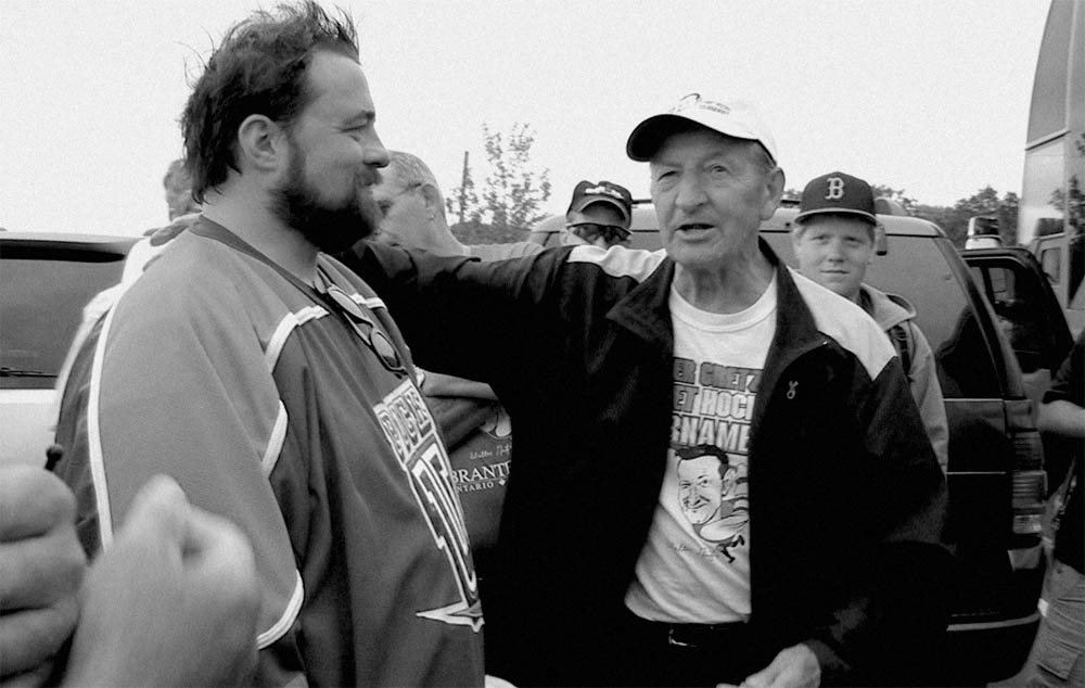 Film director Kevin Smith and hockey dad Walter Gretzky.