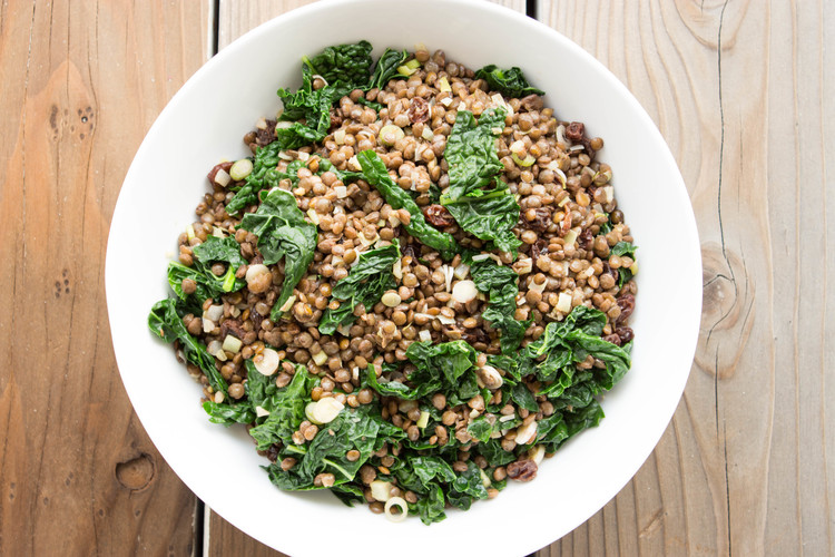 Lentils with raisins and kale