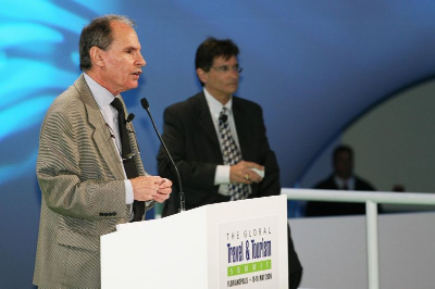Former Los Angeles Times television critic Howard Rosenberg (left) and Dunlop Media's Charles Feldman, formerly of CNN (right), discuss the dangers of media speed at the 2009  Global Travel and Tourism Summit .