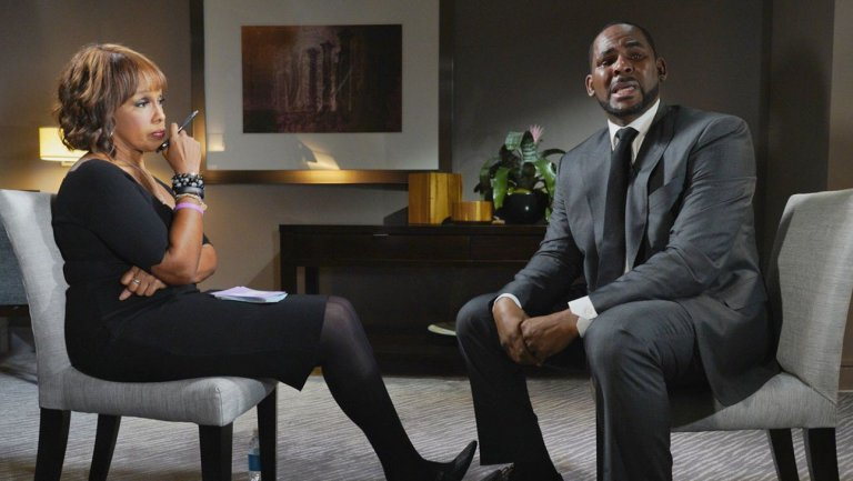 R&B singer R. Kelly being interviewed by Gayle King. Image courtesy  CBS News .