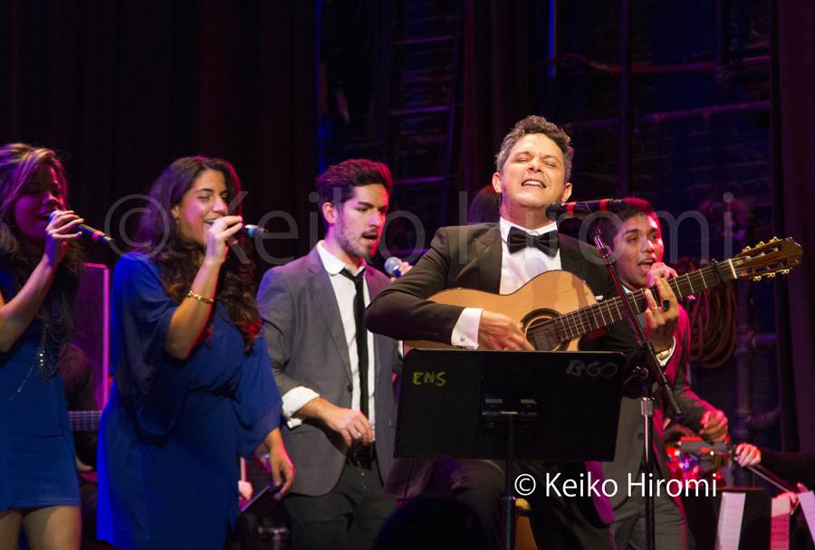 Alejandro Sanz receives an honorary degree from the Berklee College of Music in Boston, MA on November 6, 2013. The presentation followed with a concert showcasing his music as interpreted by Berklee students and faculty and also featured Sanz himself on selected songs.